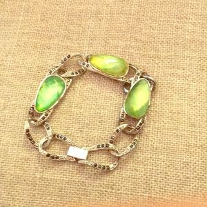 Green faceted thermoset lucite bracelet vintage